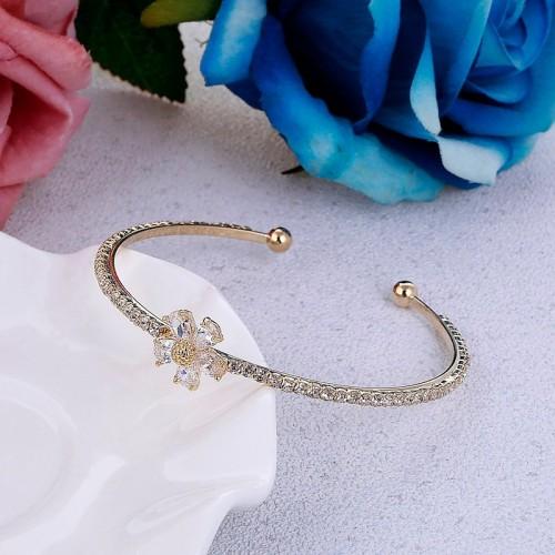 Bransoletka z kryształami - kolor złoty - BC091