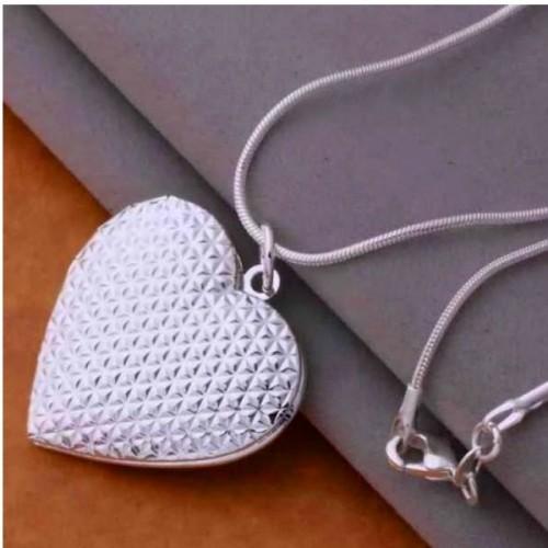 Srebrny naszyjnik z otwieranym sercem