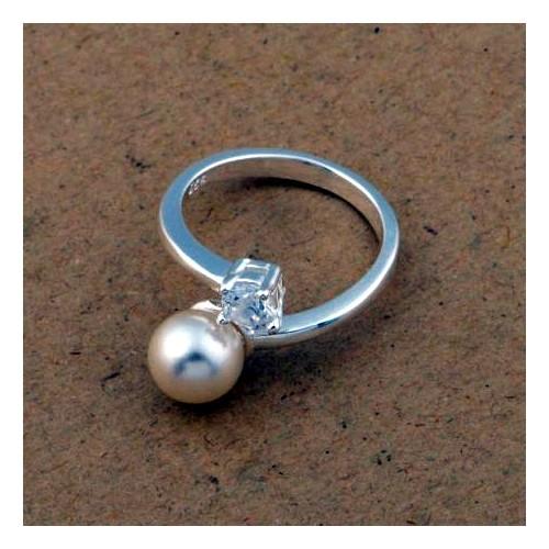 Srebrny pierścionek z kryształem i perełką - rozmiar uniwersalny