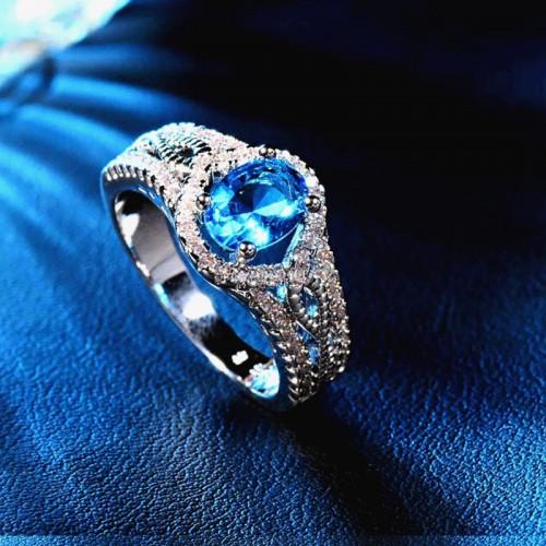 Srebrny pierścionek z niebieskim kryształem P063