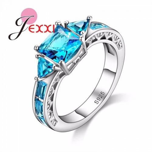 Srebrny pierścionek z błękitnymi kryształami P092