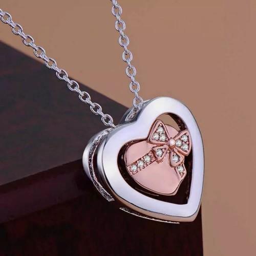 Piękny srebrny naszyjnik i dwa serca