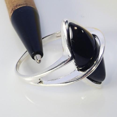 Srebrny pierścionek. Kamień: Gagat. Próba 925. LXP006G