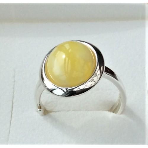 Srebrny pierścionek. Próba 925. Kamień - Bursztyn Mleczny. APP002