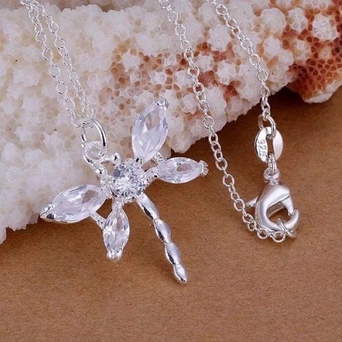 Piękny srebrny naszyjnik